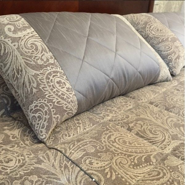 красота в деталях: #подушки и #покрывало из шенилла KELSO с жаккрадовым орнаментом #пейсли, коллекция BALENCIAGA #galleria_arben Дизайн @kekukhnatalia #fabric