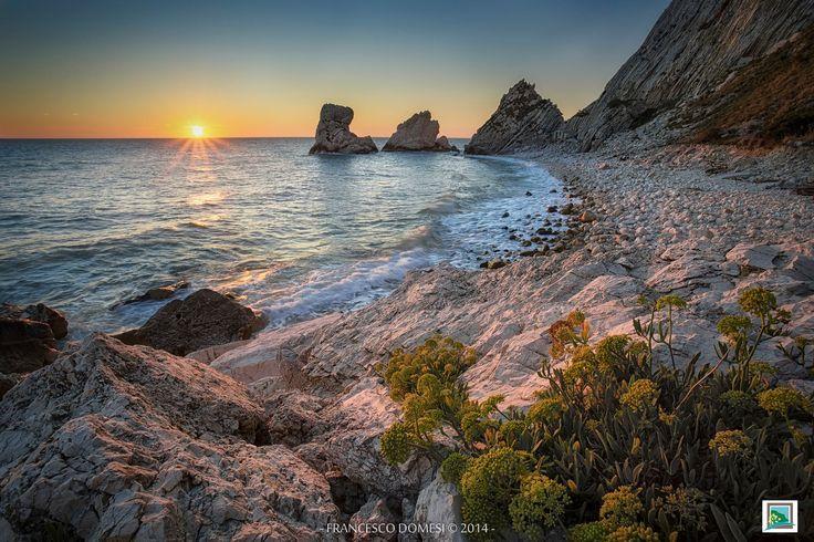 A new day a new dream Siamo alle Due Sorelle, famosi faraglioni protagonisti della Riviera Del Conero. https://500px.com/francescodomesi #destinazioneconero #destinazionemarche #rivieraconeroguide #marchetourism #ilikemarche #alcentronelcuore
