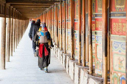 La Route de la Soie était un voyage mythique qui me faisait rêver depuis longtemps… j'ai enfin réalisé une partie de mon rêve en voyageant sur lapartie chinoise de la Route de la Soie et je n'ai pas été déçue! Les gens, les sites historiques, les paysages, l'histoire des lieux… j'ai été conquise.