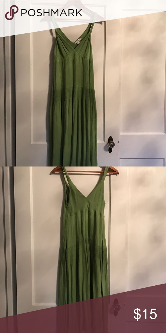 To The Max Dress - Size 2 To The Max Green Dress - Size 2.  Like New Condition.  Perfect for a Blazing Hot Summer Day ❤️ To The Max Dresses Midi