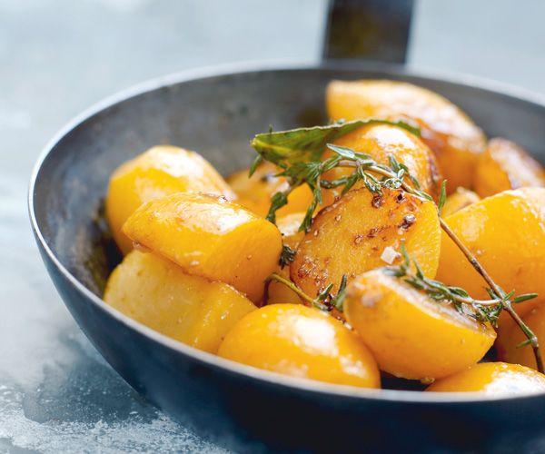 En entrée, savourez de délicieux navets jaunes glacés au miel grâce à notre recette facile et rapide.