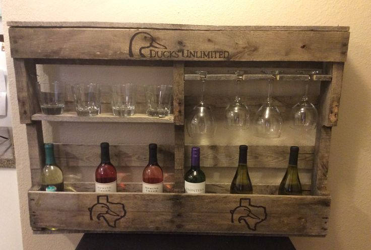 Ducks Unlimited wine rack from rustic wood pallet