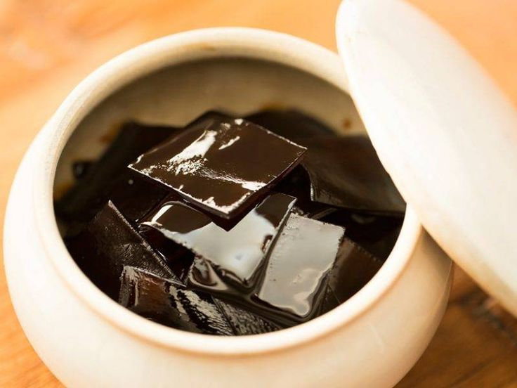 出汁を取った後の真昆布……100g 水……1カップ  しょうゆ……大さじ3  みりん……大さじ3  砂糖……大さじ2 ※甘さ控えめが好みの方は、大さじ1でもOK  米酢……小さじ1 http://macaro-ni.jp/34854