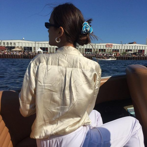 People are wearing colorful, 90s style hair clips in Copenhagen. Beauty editor Anna Bok on the recent comeback
