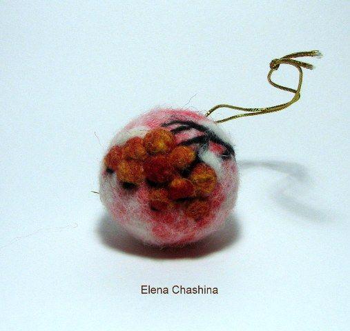 Новогодний шарик из шерсти.Сухое валяние. Декор шерстью