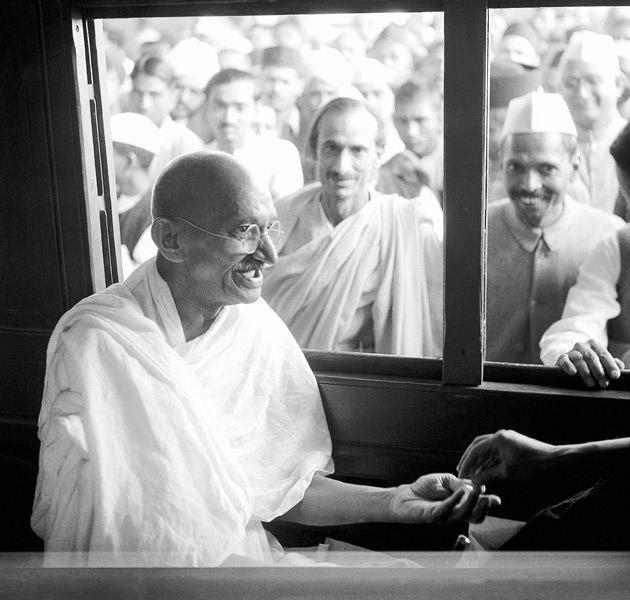 28 Rare photos of Mahatma Gandhi - HitFull.com