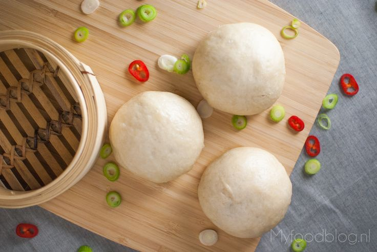 Dit is een makkelijk recept om zelf thuis bapao te maken met een vulling van gekruid rundergehakt.
