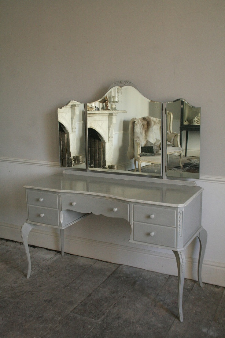 Glamorous Vintage Dressing Table