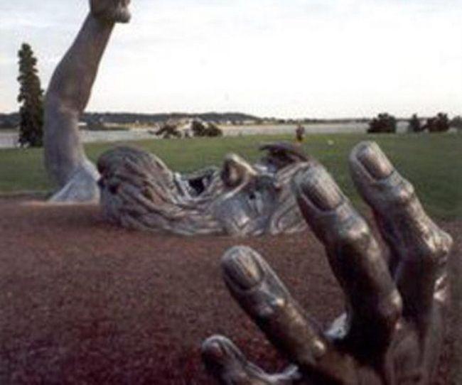 Strange Statues From Around the World 45