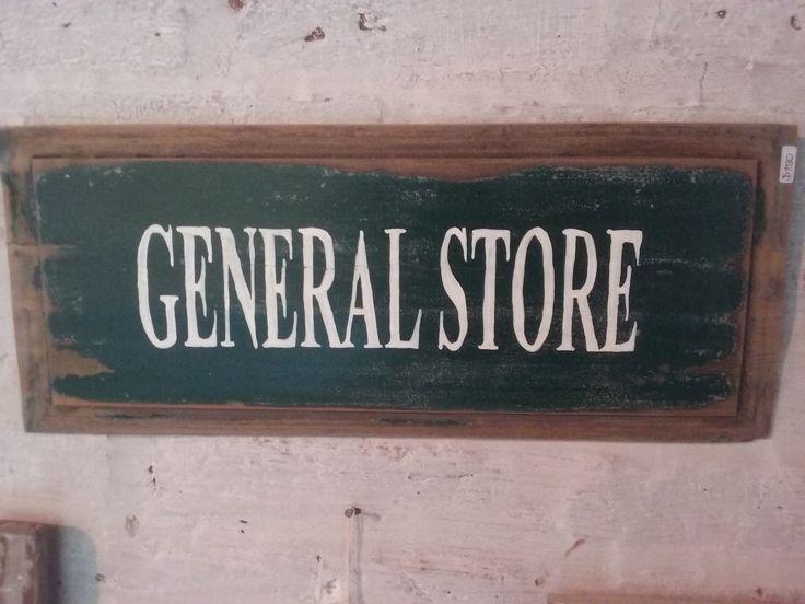 Cartel de madera. General store pintado a mano. Pieza de postigo antiguo
