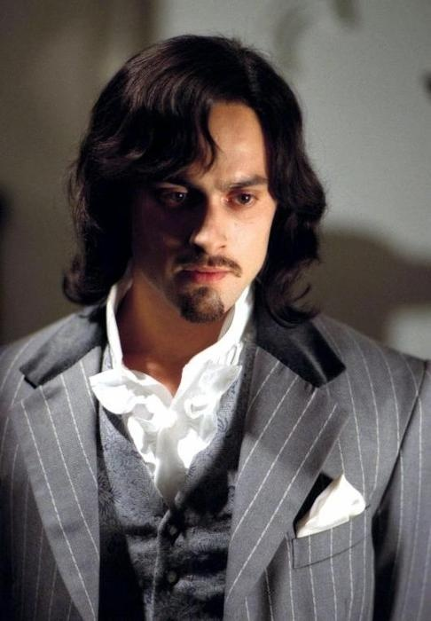 Stuart Townsend as Dorian Gray in The League of Extraordinary Gentlemen ..