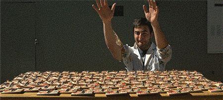 Der Mann, der seine Hände auf Dutzende Mausefallen legte. | 25 Menschen, die womöglich etwas in ihrem Leben bereuen
