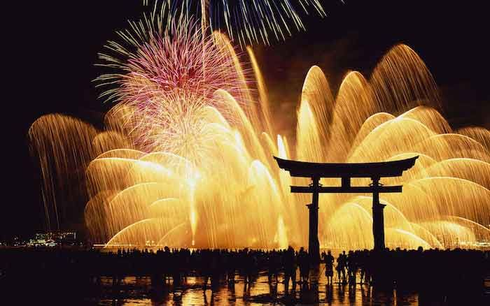 Culture Shogatsu: New Year's Eve in Japan https://chicamanga.com/shogatsu-new-years-eve-in-japan/ Enjoy!!