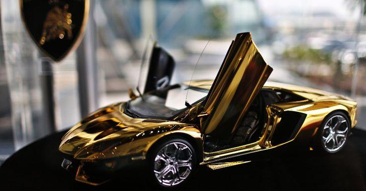 Lamborghini em ouro e diamantes
