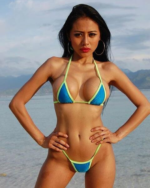 "459 Likes, 24 Comments - jelly jel0 (@jellysexycaramel) on Instagram: ""Photoshoot for @balibikinicalendar and @balisharks  Photographer :  Paul Frise .. #gilitrawangan…"""