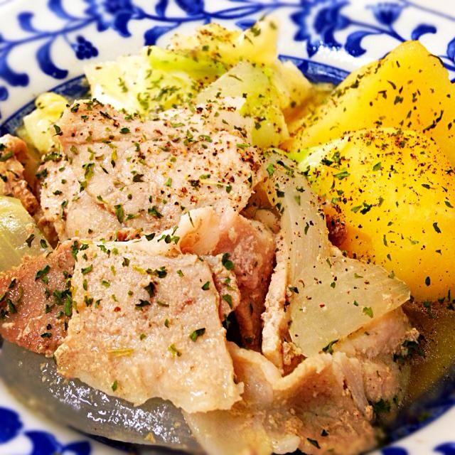 9月2日夕食メニュー ⚫︎豚肉と野菜のポトフ ⚫︎イタリアンサラダ ⚫︎コーンと玉葱のクリームスープ - 4件のもぐもぐ - 豚肉と野菜のポトフ by 下宿hirota&メゾンhirota