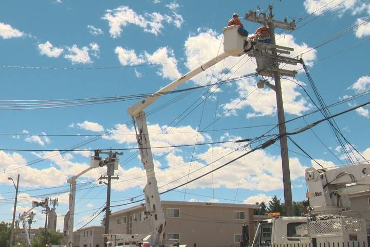 A helium balloon's string got wrapped around power lines, causing #powercut in #Edmonton, Canada. About 4,000 customers were affected by the outage.  They said it is rare, but actually balloons cause #poweroutages quite often. iSocket monitors power failures and report to your cell phone. #iSocket3G is the right model for Canada. Order via https://www.isocket3g.com/en/?utm_content=buffer7d7e6&utm_medium=social&utm_source=pinterest.com&utm_campaign=buffer today