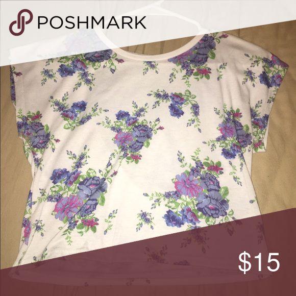 Tee shirt White short cut tee shirt with flowers. Tops Tees - Short Sleeve