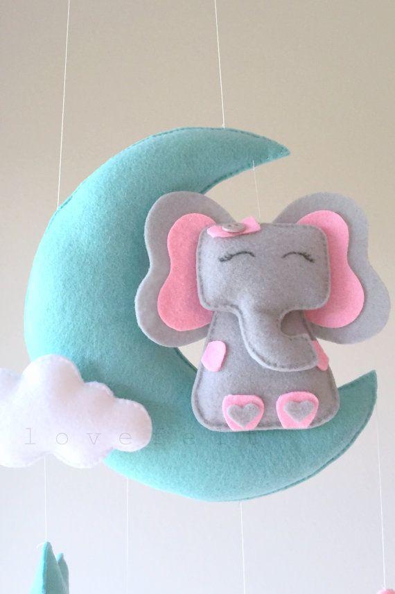 Bebé elefante móvil Luna móvil móviles Luna por lovefeltmobiles