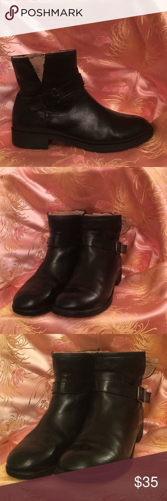 Easy spirits black ankle boots size 8 1/2 This is a very nice pair of ankle boots size 8.5 black in color  with a zipper on the inside buckle on the opposite side Easy spirit Shoes Ankle Boots & Booties