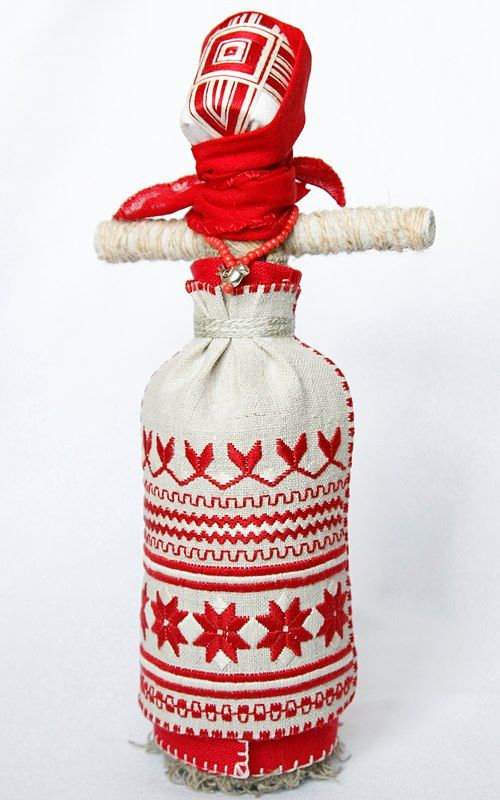Motanka, Ukraine - this is what I found out about these dolls. Lialka-motanka (traditional doll made by winding layer upon layer of cloth without sewing)  'Lialka-motanka' is a Ukrainian people's doll, symbol of women's wisdom and family bounds.  Motanka is made by winding only, it has no face and keeps the warmth of people's hands, love and care with which it's made.