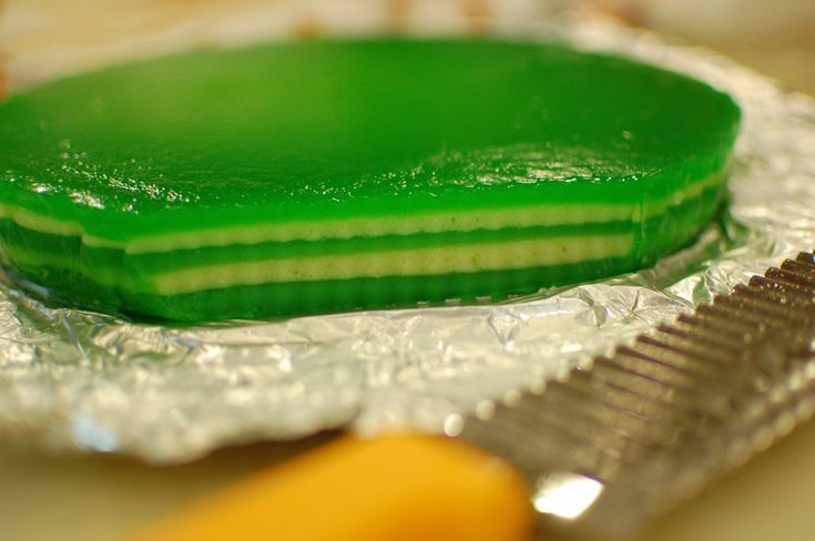 Banh Da Lon / Steamed Vietnamese Layer Cake With Tapioca, Mung Bean, And Pandan Recipe (The 350 Degree Oven)