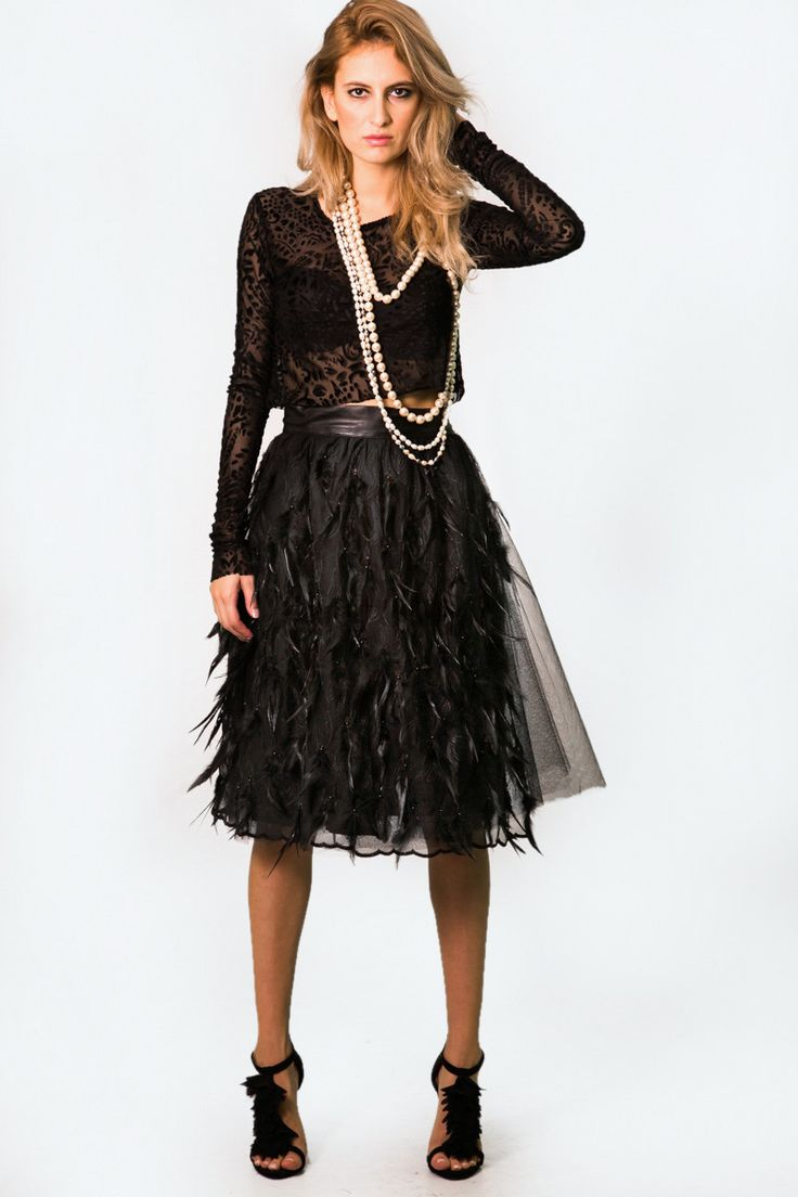 THE GIRL THAT LOVES TULLE SKIRT FEATHER