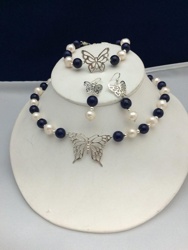 Juego de lapislázuli y perla cultivada en plata. Diseño de finaltouchguatemala.com