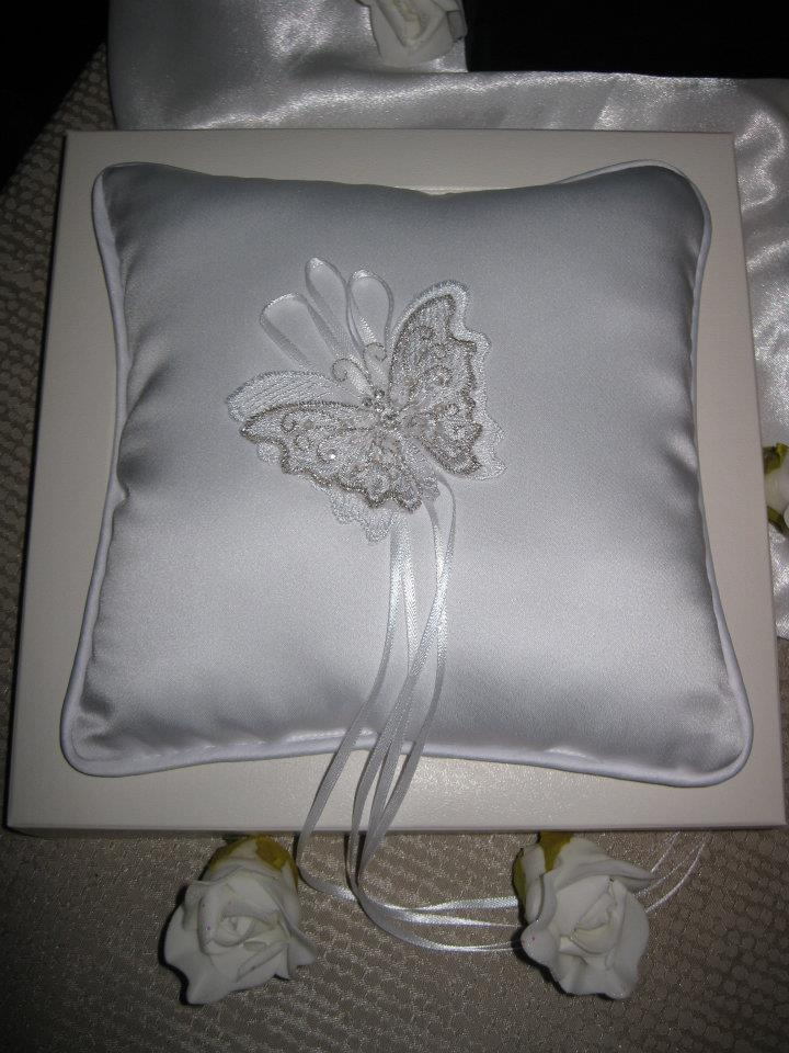 Simply Charming White Butterfly Wedding Ring Bearer Pillow  Keywords: #butterflyweddings #jevelweddingplanning Follow Us: www.jevelweddingplanning.com  www.facebook.com/jevelweddingplanning/