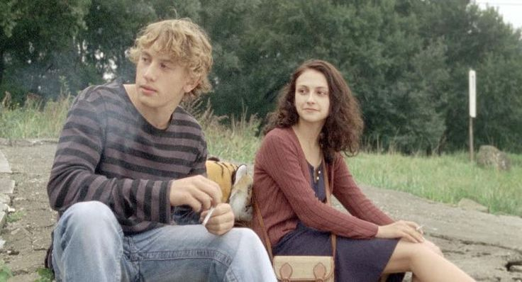 """Review of THE WALLACE LINE. Directed Franz Müller. A correct subtitle for this movie could be """"Anatomy of a Love Story"""". The film is about two very different people, Robert (Àlex Brendemühl) and Maren (Marie-Lou Sellem), who meet through a chat room and begin to see each other and then surrender to the desire of having a family and move in together."""