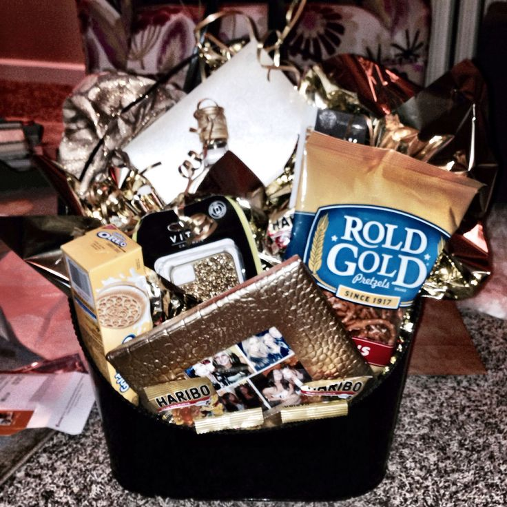 {golden birthday basket} it was my friends golden birthday so I created this fun basket for her! totally customizable I just stayed with the theme! Mine included: gold tote bag, gold iPhone case, gold hoop earrings + bracelet, mini liquor bottles (goldschlagar, Jose Cuervo gold, crown royal), rold gold pretzels, golden Oreos, gold picture frame + a gilded leopard scarf!
