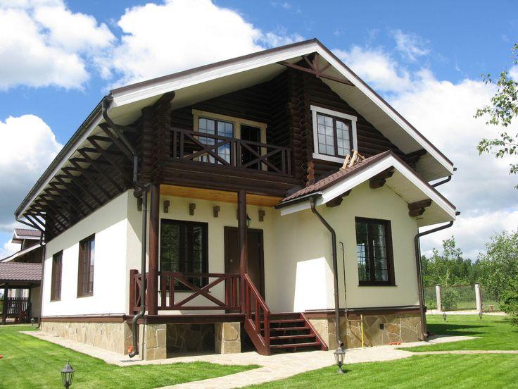 Фасад частного дома белого цвета в шале стиле