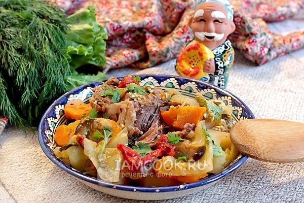 Дымляма - овощное рагу по-узбекски - обычно готовится на открытом огне и обязательно в большом казане. Дымок придает блюду особенный аромат, но название свое блюдо имеет совсем не поэтому. Справед…
