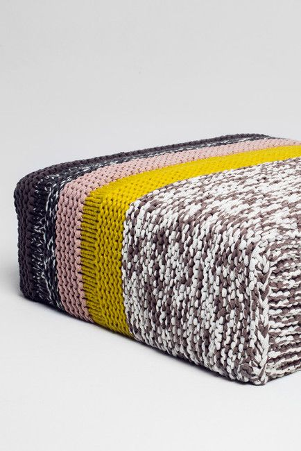 Chunky knitted sofa covers FREE knitting patterns in German (hva) per la ca...