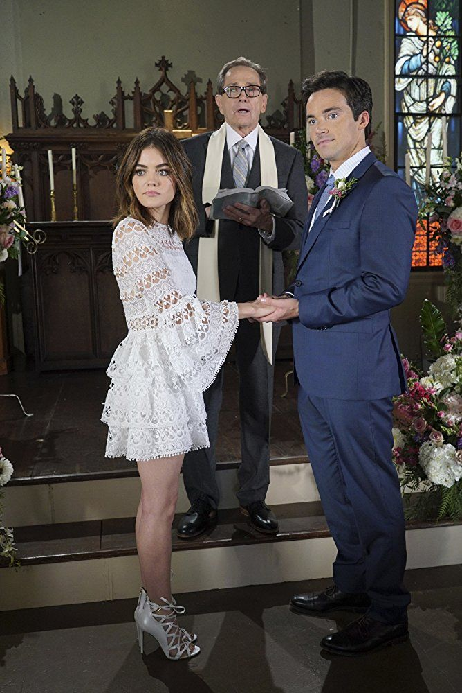 Murphy Dunne Lucy Hale And Ian Harding In Pretty Little Liars
