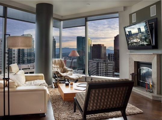 LHM Seattle - It's not DOWNSIZING, it's UPTOWNING! There comes a time in your life when living downtown is exactly what you need, and this designer penthouse in Washington Square could be exactly what you were thinking of.