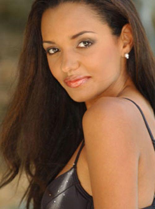 Sanya Hughes Nude Photos 61