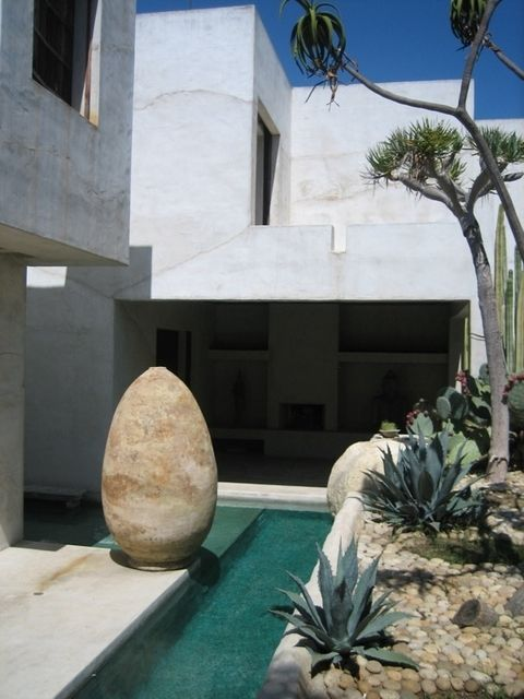 MYSTERY, Modern Desert Home that looks sooo COOL! I MEAN just LOOK! I LOVE CREATIVITY & Visions made into REALITY! <3