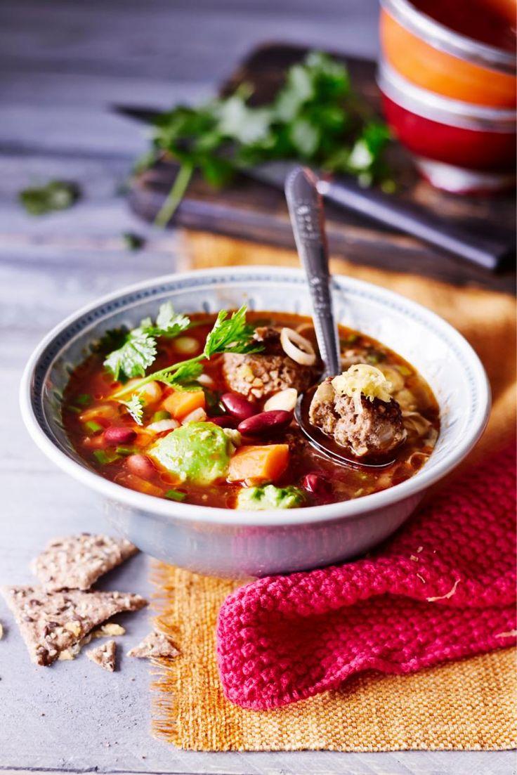 Meksikolainen lihapullakeitto // Mexican Meatball Soup Food & Style Taina Salovaaara Photo Satu Nyström Maku 5/2015, www.maku.fi