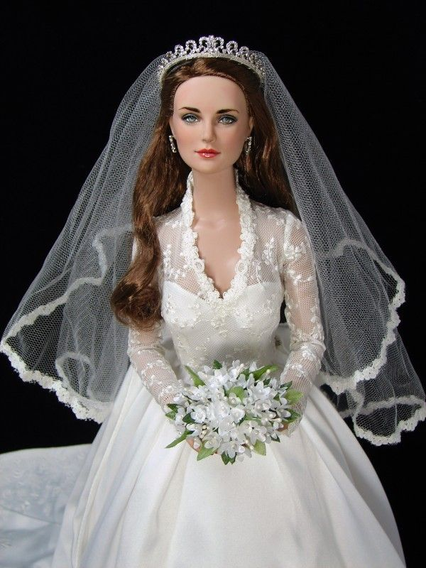 Princess Catherine - Ultra Basic Daphne repainted by JustCreations as Kate Middleton (Princess Catherine).