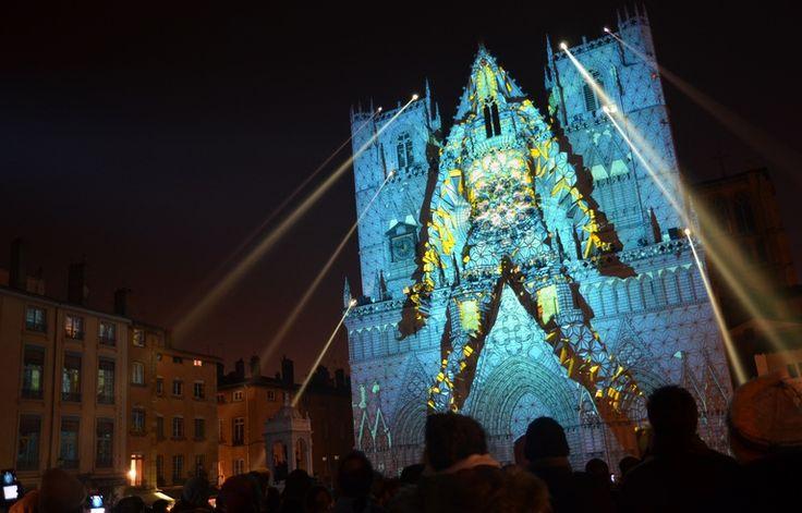 Spectacle sur la cathédrale Saint-Jean lors de la Fête des Lumières 2016 à Lyon.