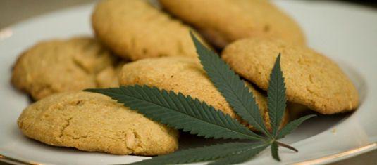 Galletas de Marihuana, una sencilla receta que podemos elaborar fácilmente en casa. Lo pasaremos en grande haciéndolas y comiéndotelas con tus amigos.