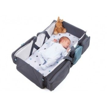 Práctico bolso de viaje donde llevar todo lo que necesita nuestro bebé, que se transforma muy fácilmente en una pequeña cuna, ideal para cuando estamos de viaje, de paseo, o vamos de visita.