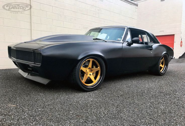 Does it seem like this car takes on an entirely new personality every couple of years? Steve Hummel's famous '67 #Chevy #Camaro is powered by a Holley fuel-injected LSX mated to a Tremec T-56 transmission and rides on Detroit Speed suspension, JRi coilovers, Baer brakes, and the brand new 19x10.5/20x12 #Forgeline #FF3C Concave wheels finished with Transparent Gold centers and Black Pearl inners & outers!