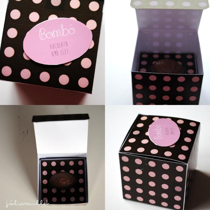 Caja de bombones   Hecha con cartulina, estampado diseñado por ordenador