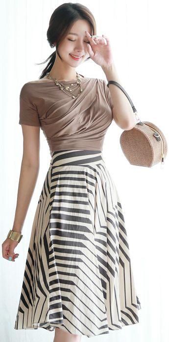 StyleOnme_Geometric Print Knee-length Flared Skirt #elegant #skirt #koreanfashion #kstyle #kfashion #dailylook #modern #summerlook #seoul