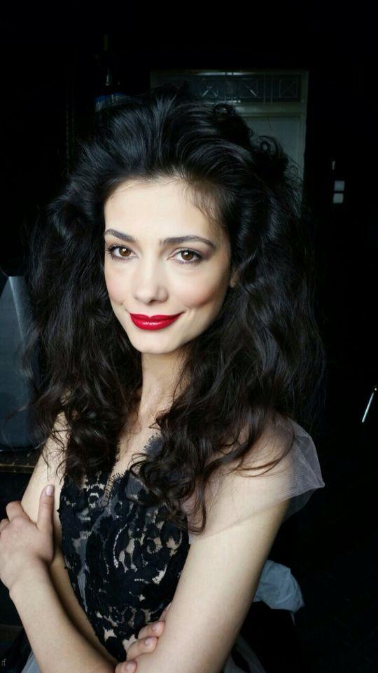 #iuliaverdes #actress  Fashion video Dress: @rhea costa Make up: Diana Haas Hair: @negrisangeorge