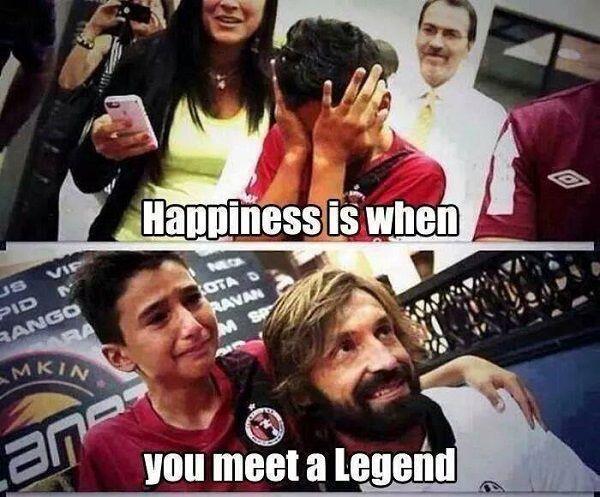 Kiedy chłopak spotkał swojego idola i żywą legendę Andrea Pirlo • Szczęście jest wtedy kiedy spotkasz legendę • Wejdź i zobacz >> #pirlo #football #soccer #sports #pilkanozna