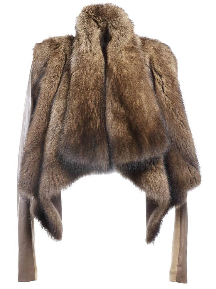 Stunning piece - i am still grieving that my ultimate little vintage fox fur was too small :(