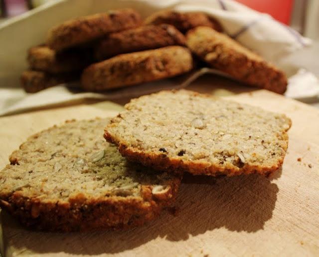 Dette er en helt unik oppskrift på helt unike rundstykker. De er melkefri, gjærfri, glutenfri og hvetefri!  En drøm for alle allergikere og de som sliter med candida-problematikk. Eller for alle som liker godt brød!    Read more: http://veganmisjonen.blogspot.com/search/label/Br%C3%B8d#ixzz1rYVFlugT